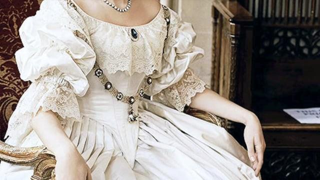 The Queen of England: Coronation